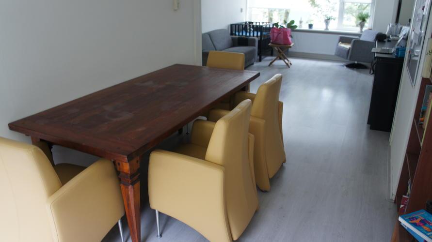 Houten Tafel Opknappen : Houten tafel en poten schuren en lakken opknappen o a i v m