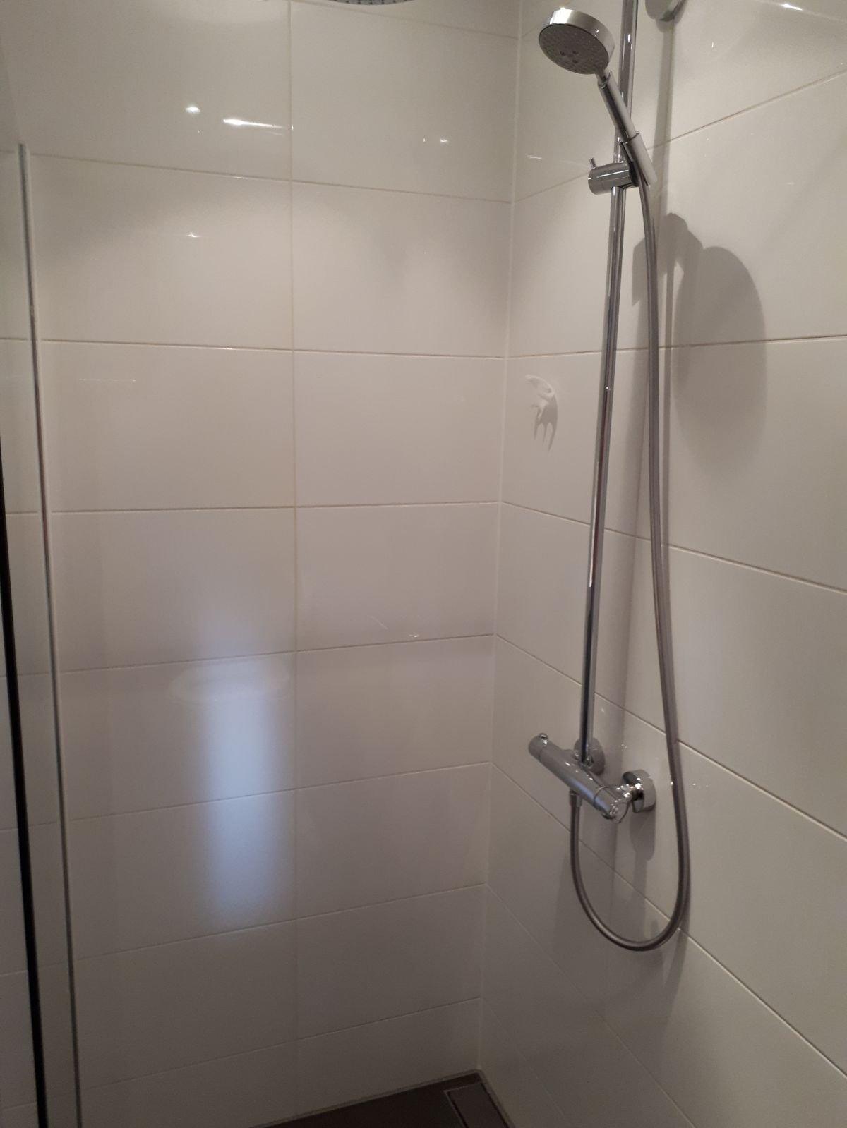 Kitvoegen vervangen in badkamer - Werkspot