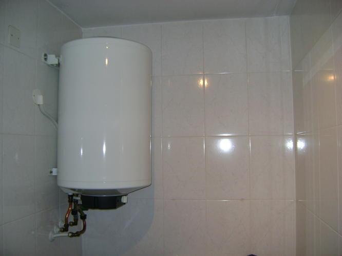 verplaatsen 80liter boiler vanuit de badkamer - Werkspot