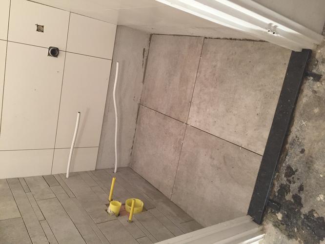Badkamer en wc afkitten in de kleur grijs en wit werkspot - Wc kleur ...