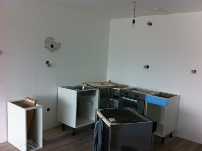 Ikea Keuken Installeren : Ikea simpele l keuken plaatsen werkspot