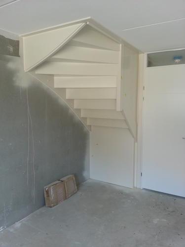 Maken van een trapkast/voorraadkast - Werkspot