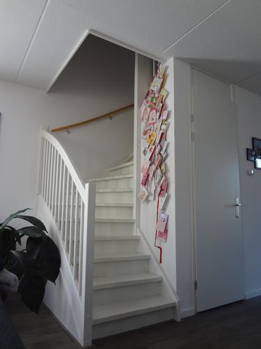 Dicht en geluidsisolerend maken open trap werkspot for Stootborden trap maken