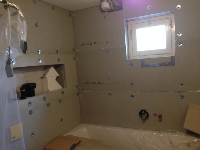 Wand- en vloertegels plaatsen en doucheput vervangen (renovatie ...