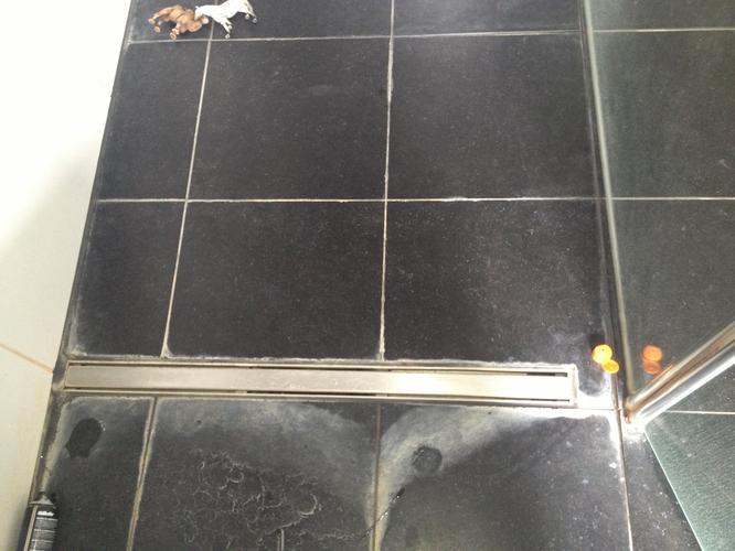 Verhelpen lekkage badkamer + afwerking Hilversum - Werkspot