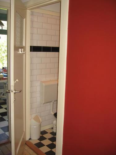 Renovatie badkamer met toilet werkspot - Huidige badkamer ...