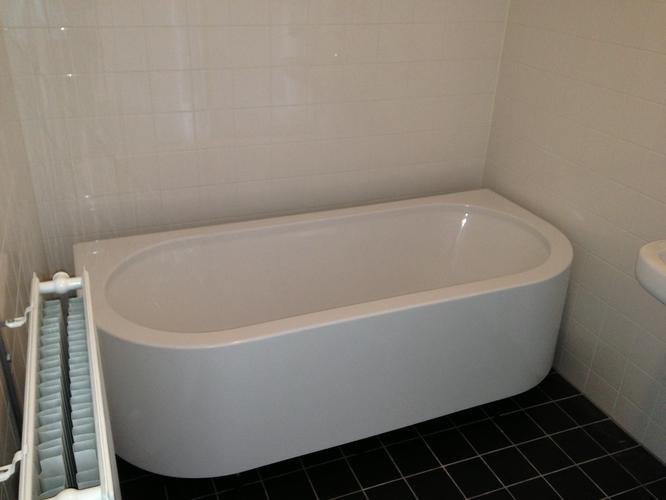Half Vrijstaand Bad : Laag muurtje maken en bad tegenaan plaatsen werkspot