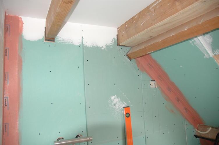 Badkamer Wand Betegelen : Badkamer zolder 1 schuine wand werkspot