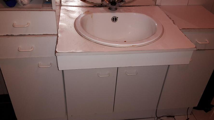 Badkamermeubel wastafel vervangen 1 30 bij 1 80 meter 3 onderdelen