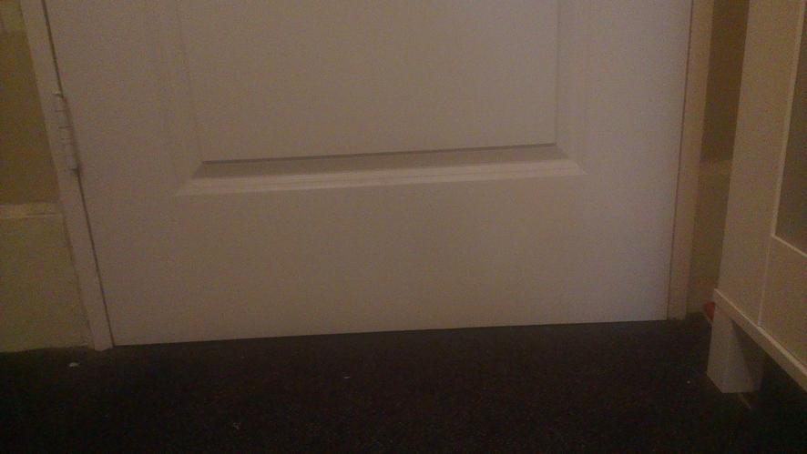 Ventilatierooster in badkamerdeur plaatsen werkspot