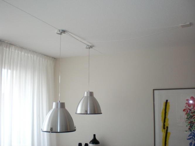 Twee Lampen Ophangen : Gordijnen en lamp ophangen werkspot