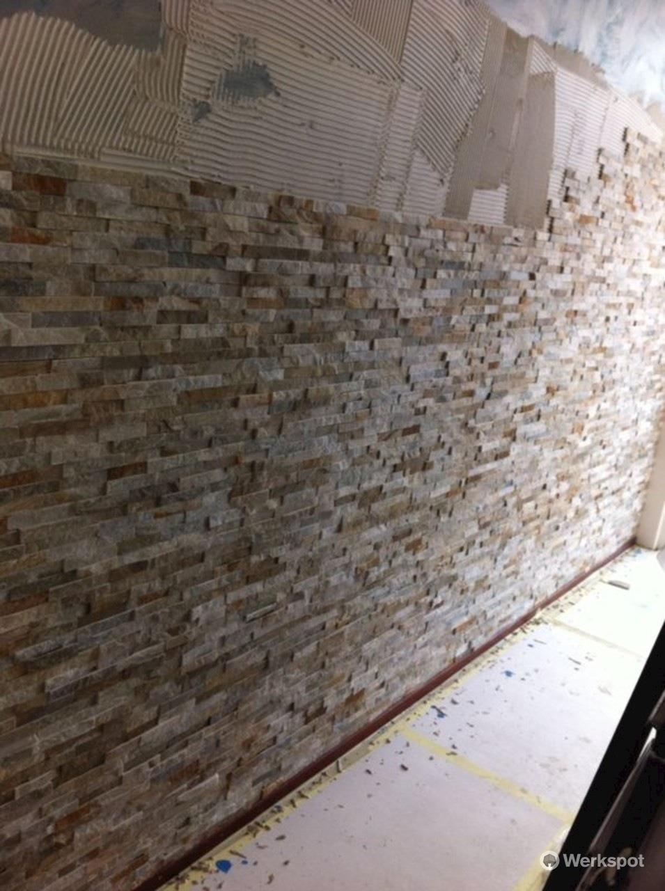 Steenstrips ca 5 x 3 m2 op gladde muur in woonkamer for Steenstrips woonkamer