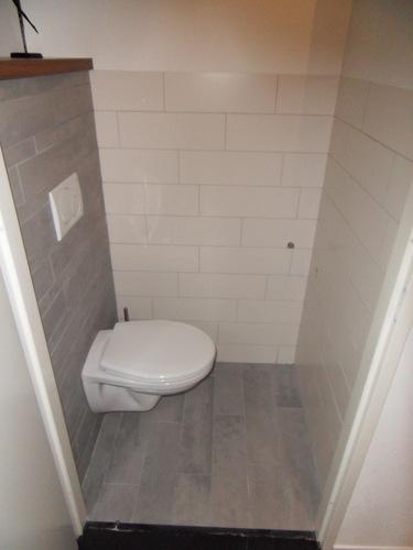 Kitwerk nieuw betegeld toilet werkspot for Toilet betegeld