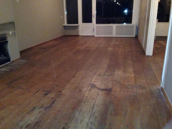 M eiken vloer schuren en behandelen in woonhuis breda spoed