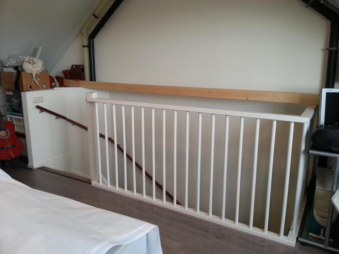 Realisatie van een kamer op zolder door afsluiting van het for Trapgat maken