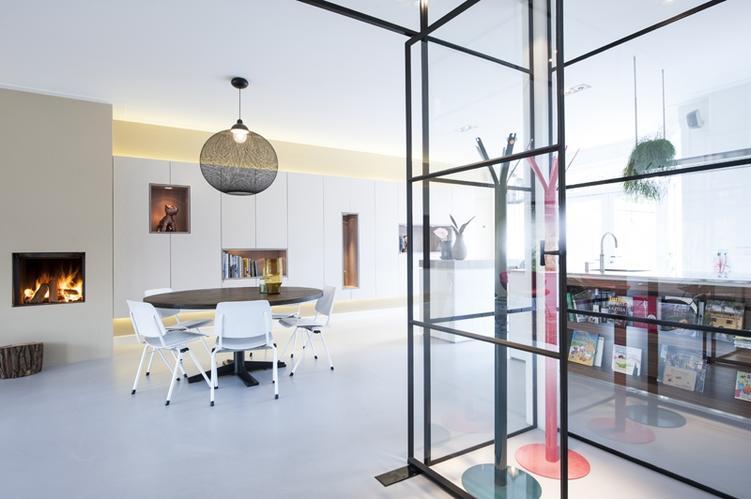 Kast Met Nisjes : Hangende wandkast van 7 meter met nisjes en verlichting werkspot