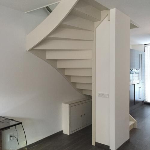 Schilderen trap balustrade werkspot - Schilderen muur trap ...