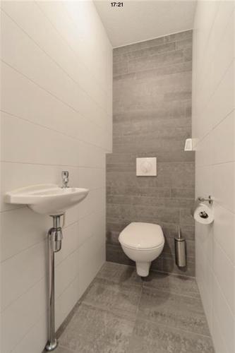 Badkamer en toilet betegelen en inloopdouche maken werkspot for Toilet betegeld