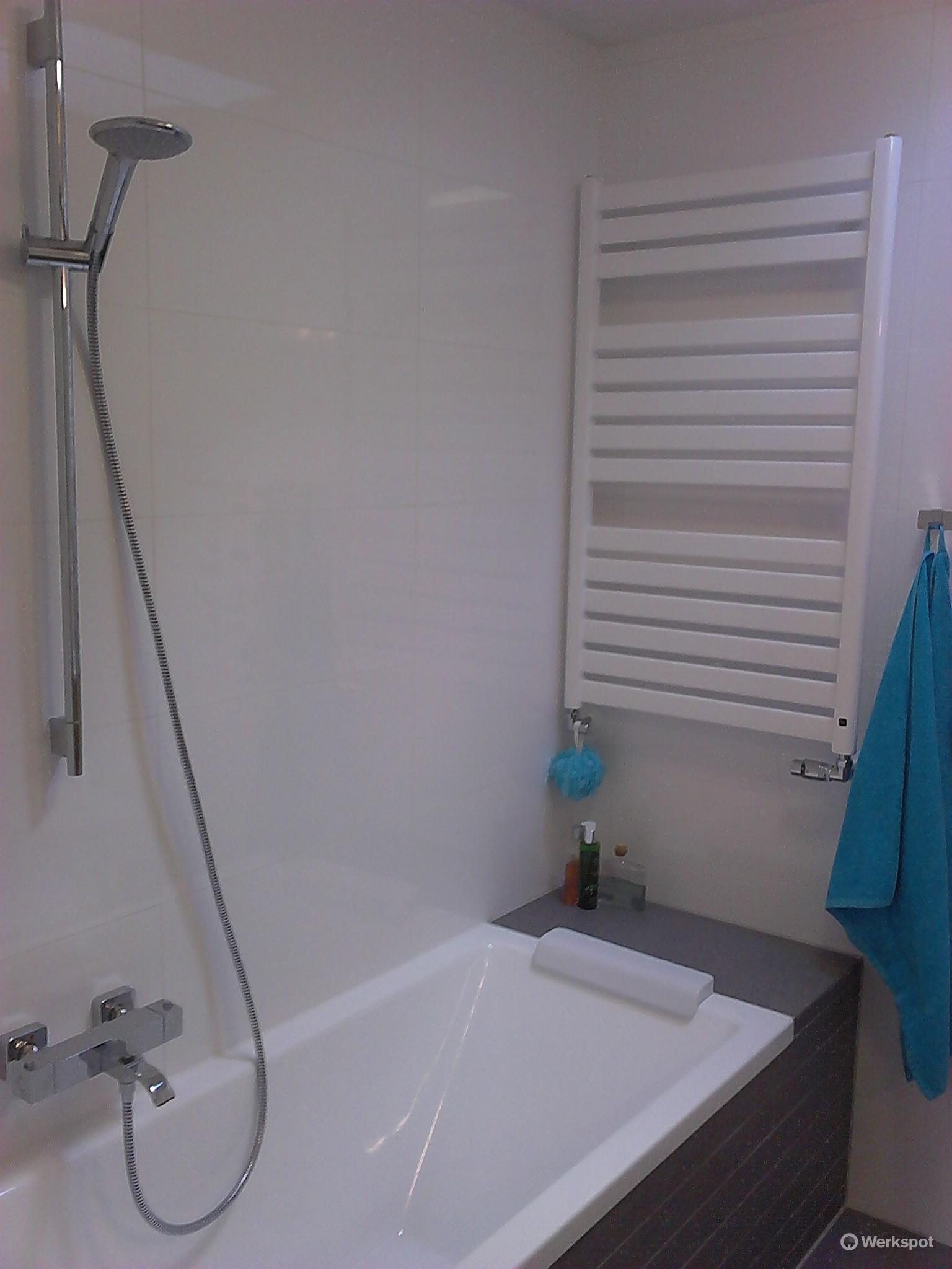 renoveren kleine badkamer 202 bij 220 cm en badmeubel op slaapkam