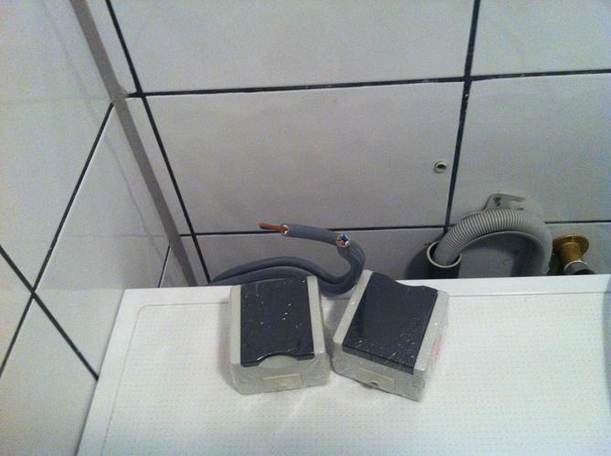 Nieuwe groep + 3x stopcontact badkamer - Werkspot