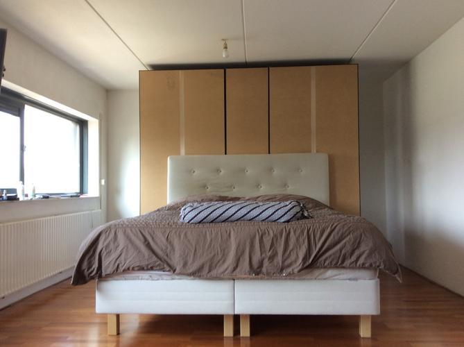 Kast Achter Bed : Wandje maken tegen achterkant kast dat tevens hoofdeind bed is
