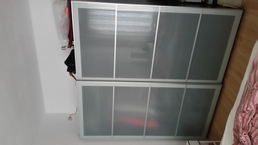 Demonteren En Monteren Ikea Kledingkast Met 2 Glazen