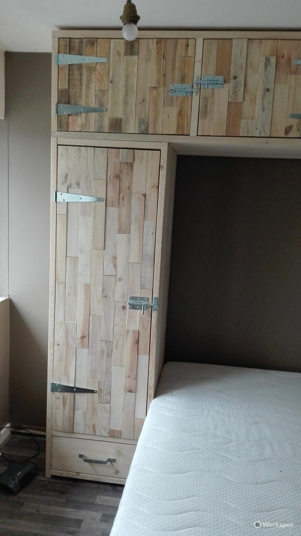 Kledingkast om bed van muur tot muur van vloer tot for Bed in de muur