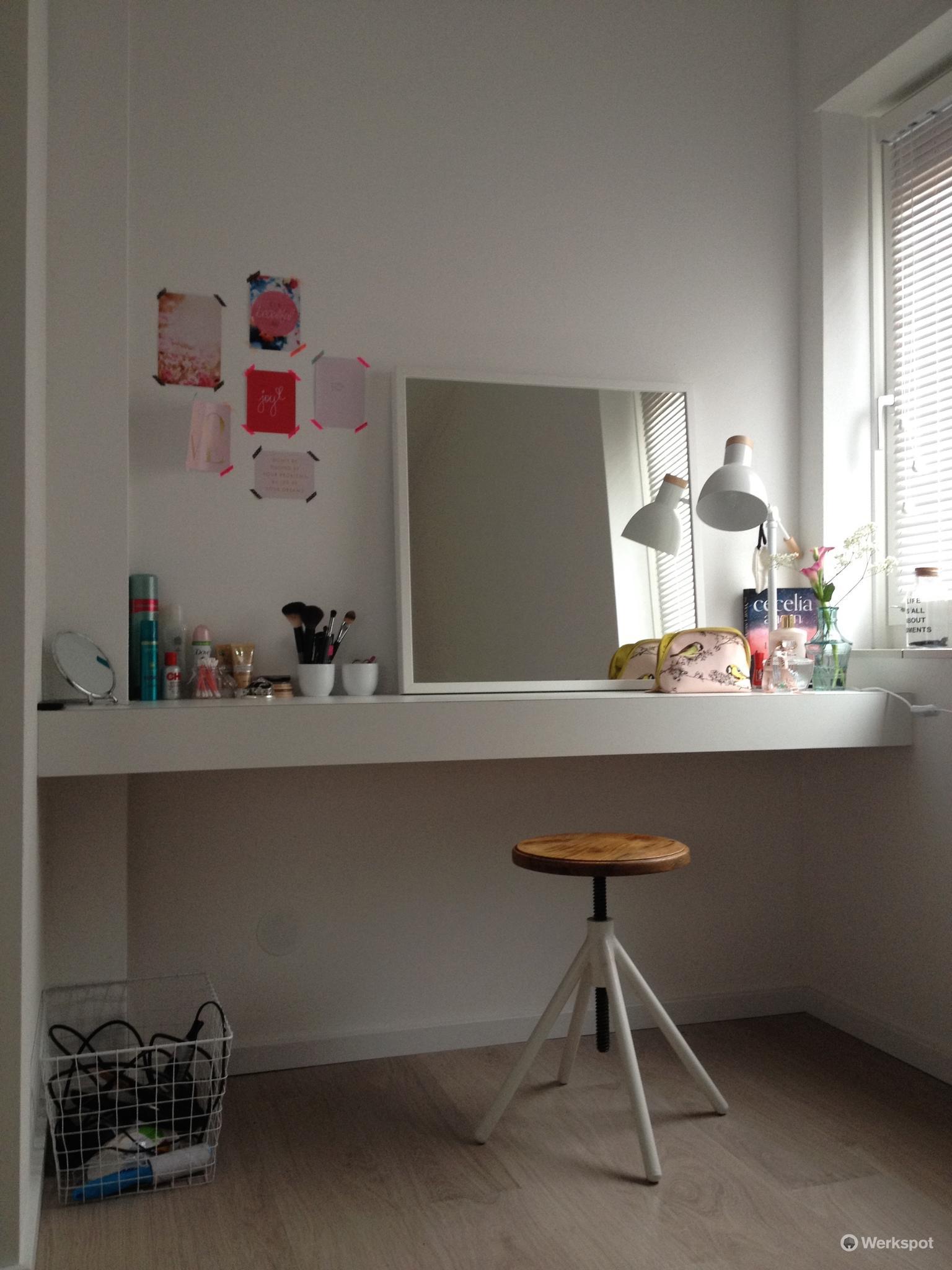 2 keer een zwevend bureau op maat maken en monteren werkspot. Black Bedroom Furniture Sets. Home Design Ideas