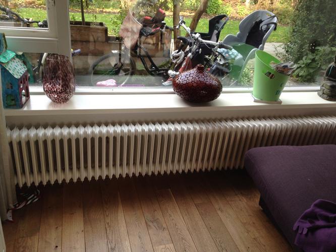 Vervangen twee verwarmingsradiotoren; trap decoratie; bouwen houte