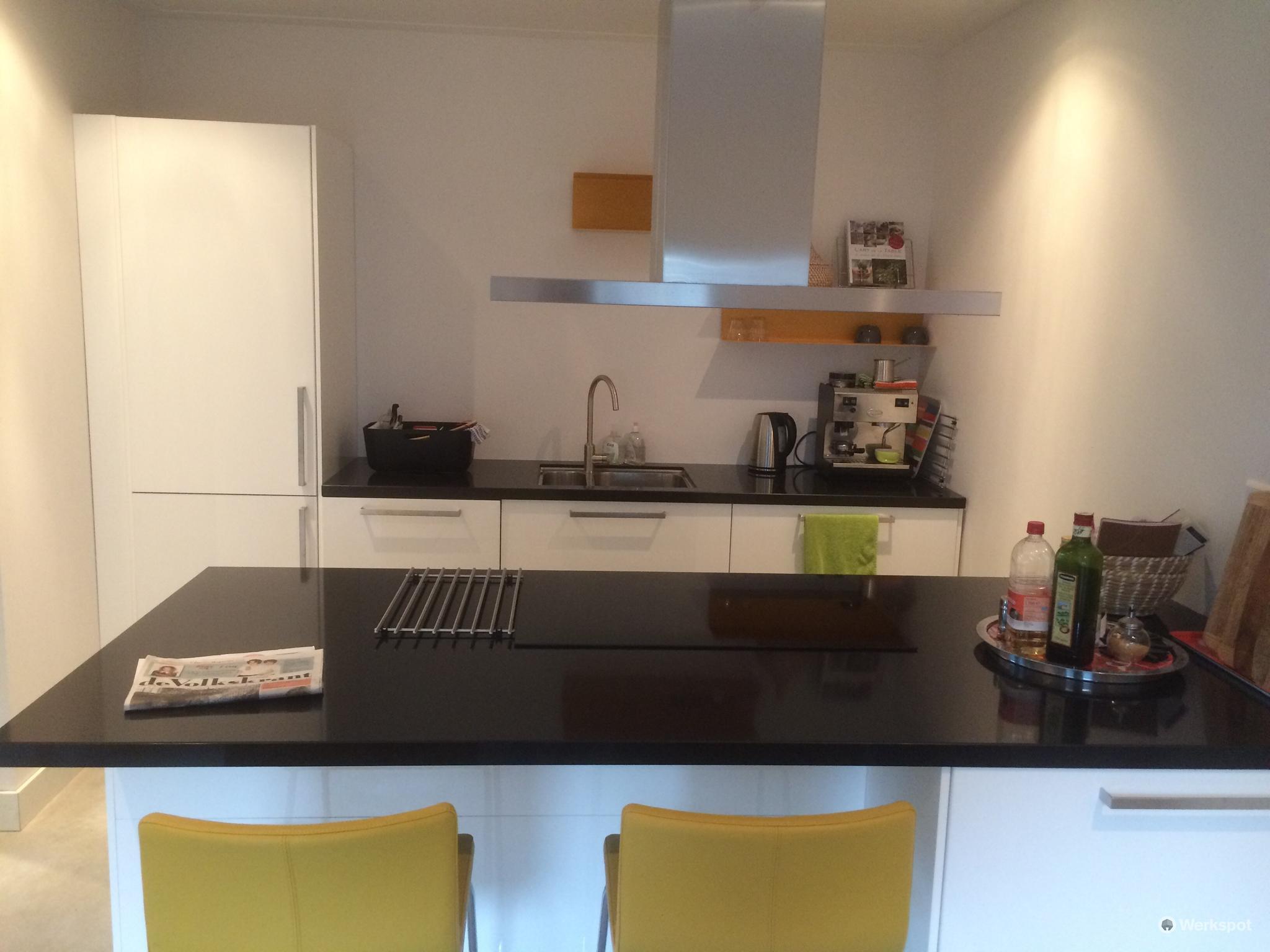 Wand Ikea Keuken : Installatie ikea ringhult keuken wand met spoel koelkast
