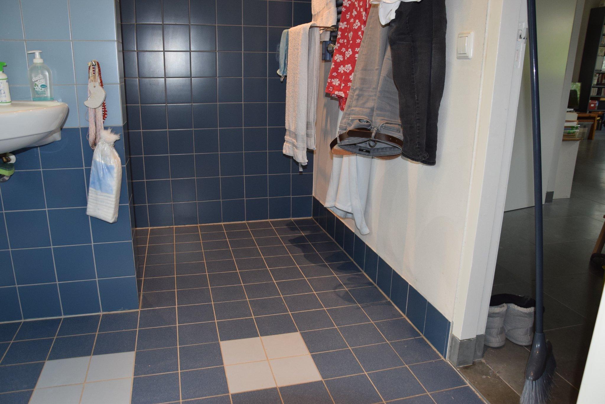 Opnieuw kitten badkamer - Werkspot