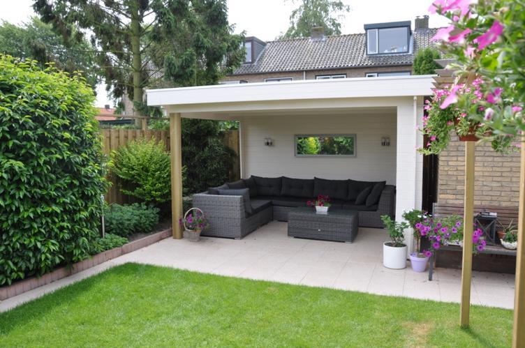 Houten veranda prieel met plat dak en twee dichte wanden for Houten vijverbak