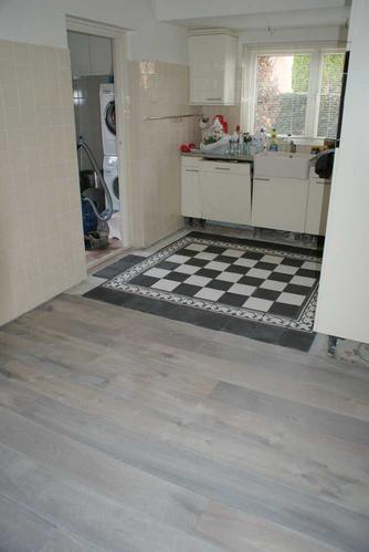 Betegelen vloer keuken en toilet werkspot - Keuken met cement tegels ...