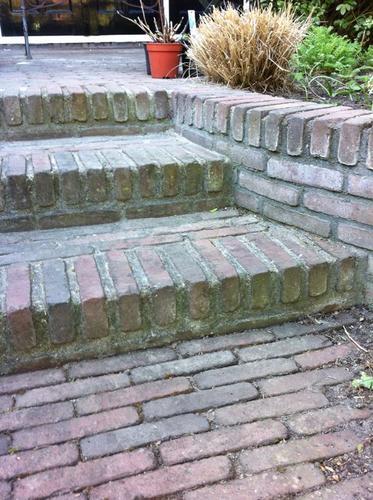 Terras bestraten en trap metselen werkspot for Trap tuin aanleggen