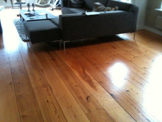 Grenen vloer schuren en lakken werkspot