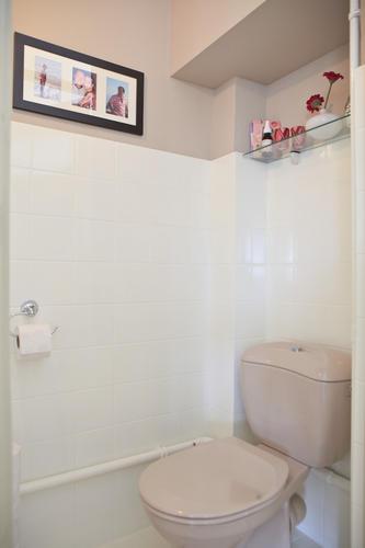 Badkamer en toilet renovatie jaren 50 woning te Breda - Werkspot