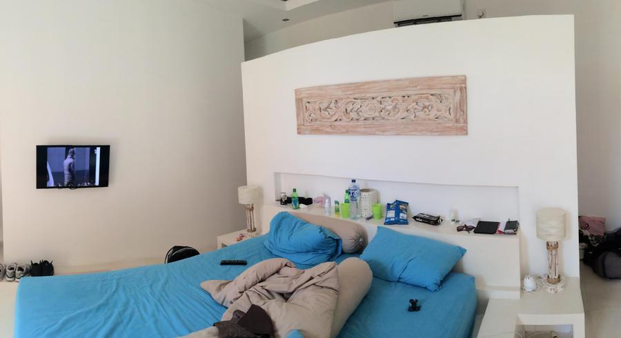 Wandje maken tegen achterkant kast dat tevens hoofdeind bed is werkspot - Bed dat gelederen ...