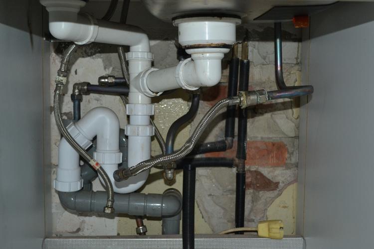Aansluiten electrische boiler aanpassen leidingwerk keuken