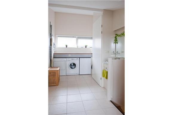 Op zolder radiator en wasbak plaatsen, ketel en zonneboiler wegwerk  Werk # Wasbak Zolder_223946