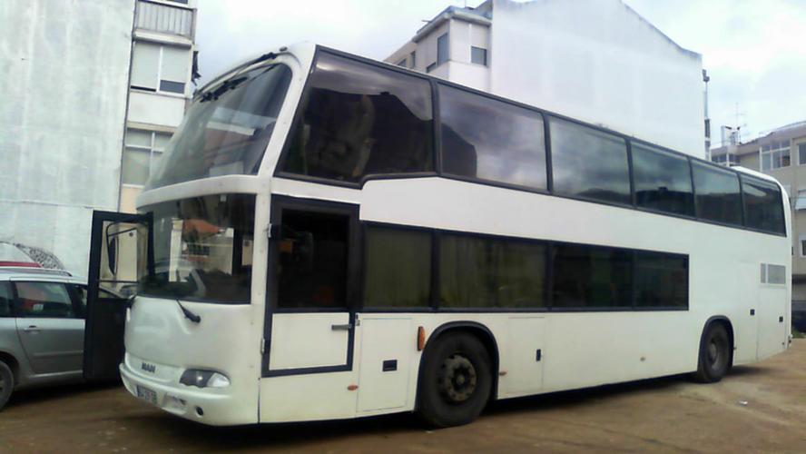 In zuid portugal een dubbeldekker bus ombouwen naar camperbus als t werkspot - Geloof inox ...