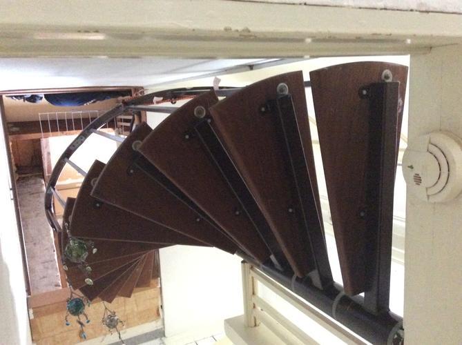 Vaste trap 180 graden naar zolder ipv de metalen spiltrap for Van vlizo naar vaste trap
