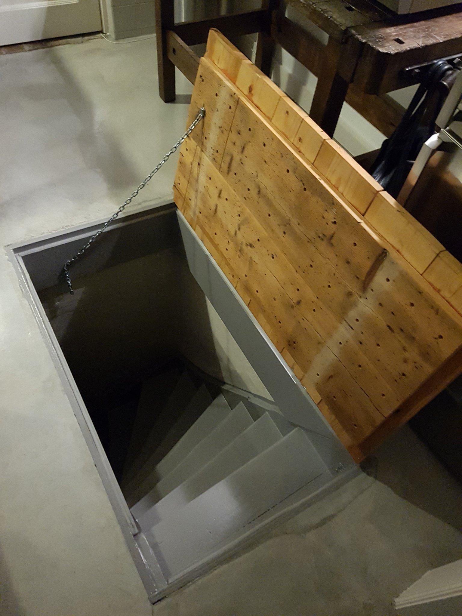 Gasveer kelderluik plaatsen werkspot for Vlizotrap plaatsen