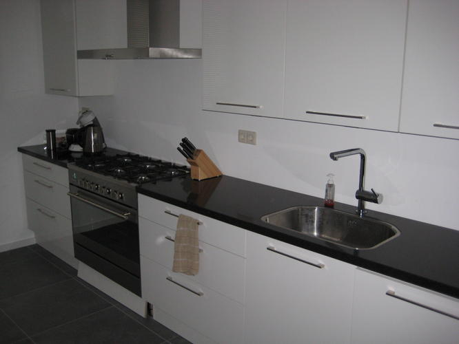 Witte keuken tegels witte muurtegels badkamer tegels nijland en natuursteen groene tegels - Groene metro tegels ...