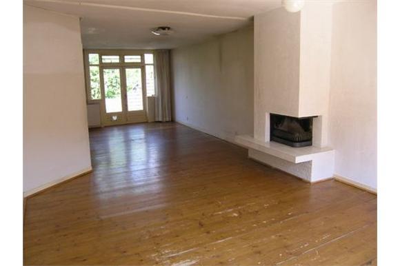 40 m2 gelakte grenen vloer schuren en in olie zetten werkspot