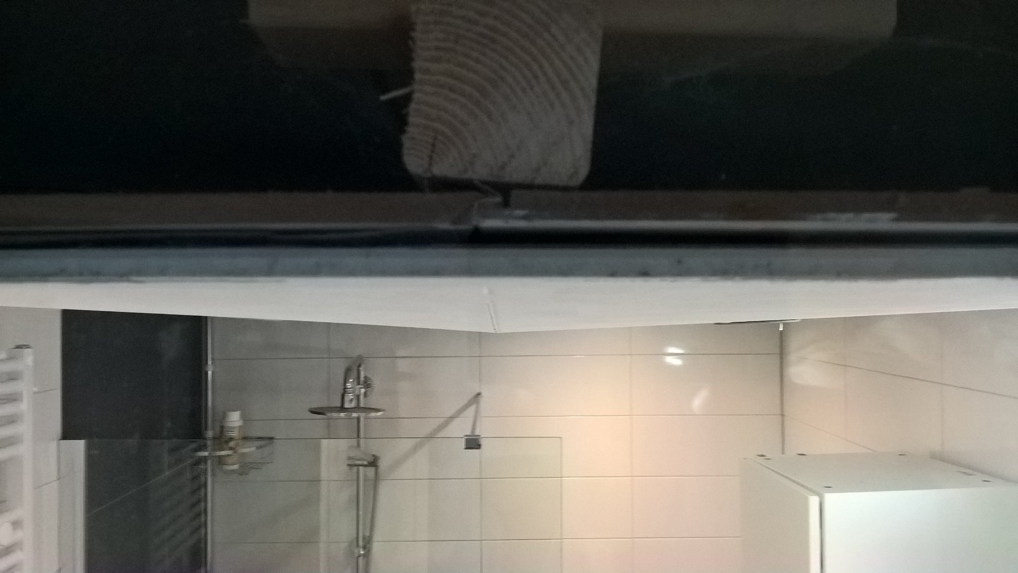 Inzakkend plafond (MDF) badkamer herstellen - Werkspot