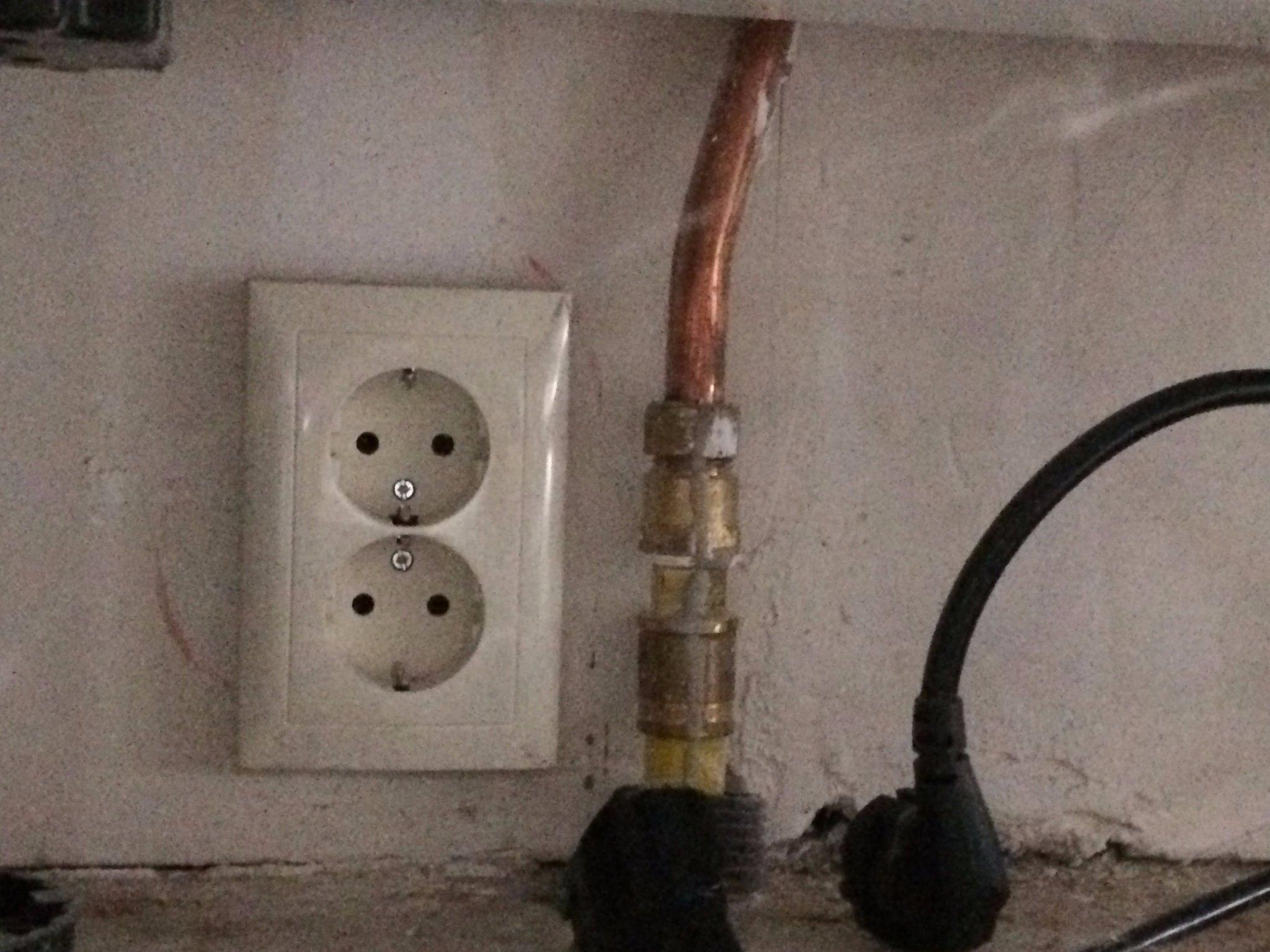 Favoriete perilex wandcontactdoos aanleggen met aansluiting in meterkast RZ08