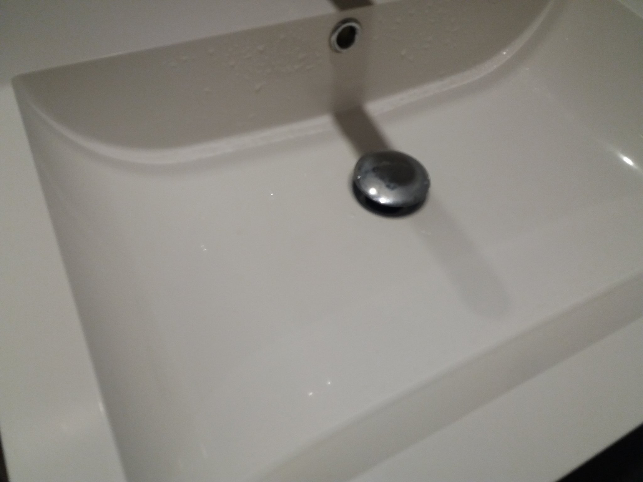 Afvoer fonteintje toilet en clickwaste vervangen wastafel badkamer