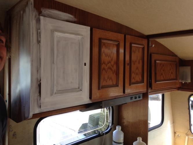 Verven kastjes caravan leggen vloerbedekking caravan for Interieur schilderen