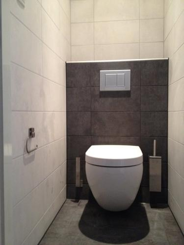 Badkamer 2 wc 39 s plaatsen werkspot for Tegels wc voorbeelden