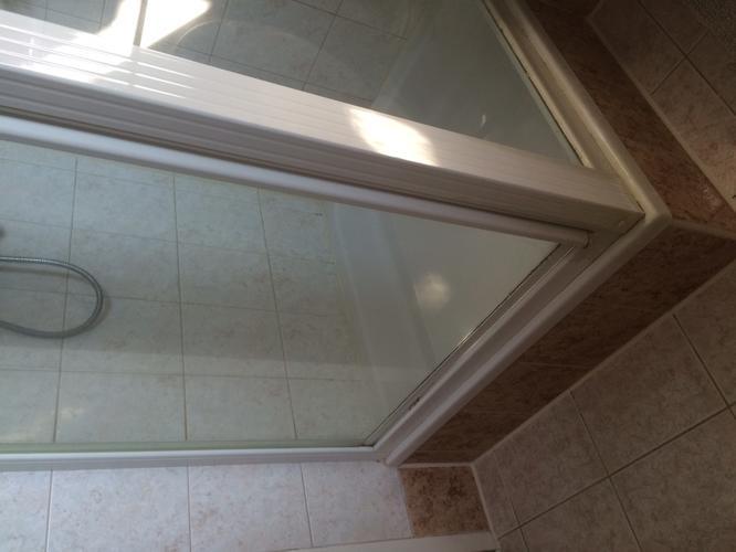 inloopdouche maken in bestaande badkamer op de plaats van de huidig ...